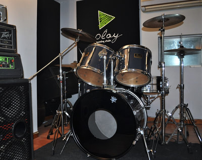 The second drumkit of the studio a Pearl export in Live room 3